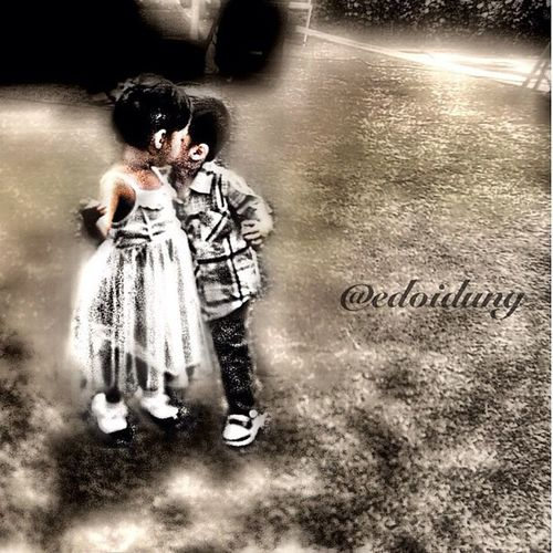 Kiss me Iphonesia Hdri_love Hdriphoneographer Instago gangbeer repost reedit kiss kids vintage iloveyou---- cc: @arieslukman @aliathingy @mahadewa