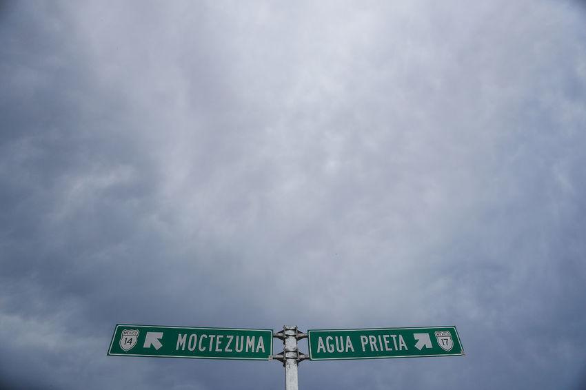 Nacozari de Garcia Sonora y Pilares de Nacozari Mexico. Alrededores del pueblo minero. Antigua zona minera alrededor de Nacozari Mexico. Paisajes en Nacozari y Esqueda Dia Mina Minerals Nubes Nublado Dia Nubladon Pozo  Sonora Sonoran Desert Agua Prieta Carrete Carretera Cielo Cielo Gris Cobre Dia Nublado Mine Mineral Nubes Y Cielo Nublado Paisaje Paisaje Natural Paisajes Paisajes Naturales. Sonora Desert