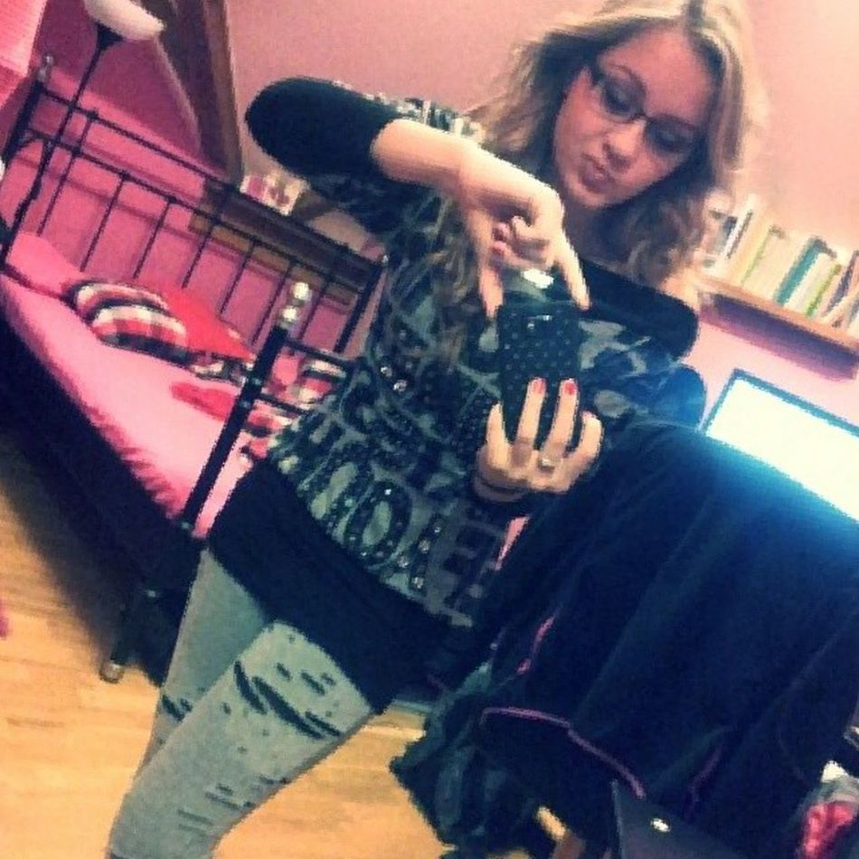 Go to school ;) Swag Prettygirlswag School Ready to go instago instablond blondie pink black grey curly hair instahair igers TagsForLikes TFlers all_shot lady infinity instalady muck :DD