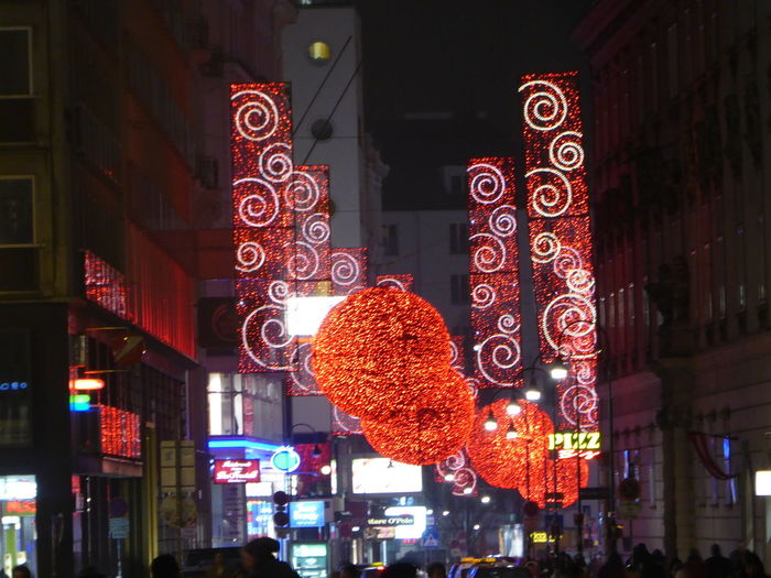 Illuminated Night Vienna's Calling😍😎 Tranquility Cold Temperature For My Friends 😍😘🎁 Shine Bright Like A Diamond  Austriaholidays Christmas Decoration