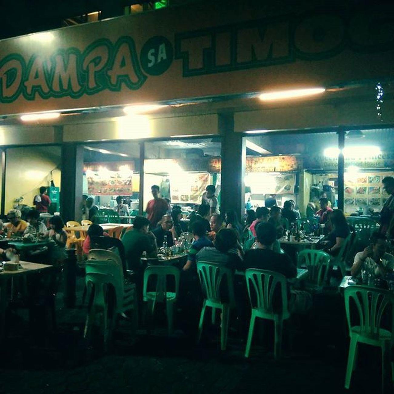 Friday night binge fresh seafood and beer! Tgif Dampa Seafood Timog quezoncity metromanila philippines nightscene streetphotography urbanphotography urban backpacking backpacker food foodie travel travelgram travelgasm instatravel instagood streetfood travelphotography