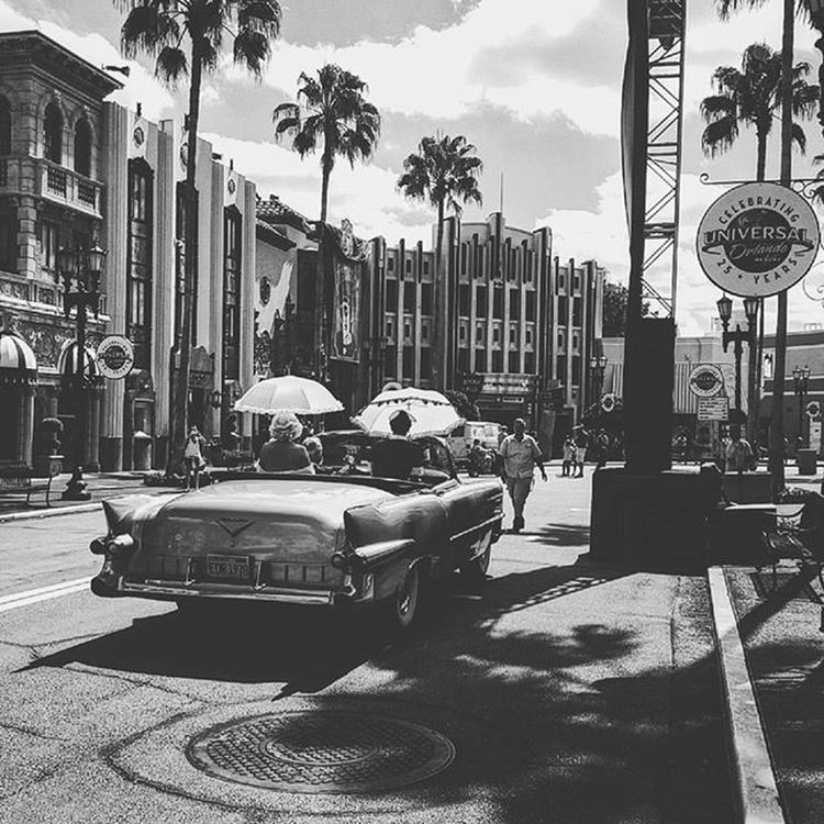 Day 18 in the Universal Studios, Florida Universalstudios Universalstudioshollywood Universalstudiosorlando Vintage Vintagecar Classiccar Classic Blackandwhite Blackandwhitephotography Photooftheday Photographer Blackandwhitephotographer Hollywood Vscophotography UniversalMoments Blackandwhiteisworththefight