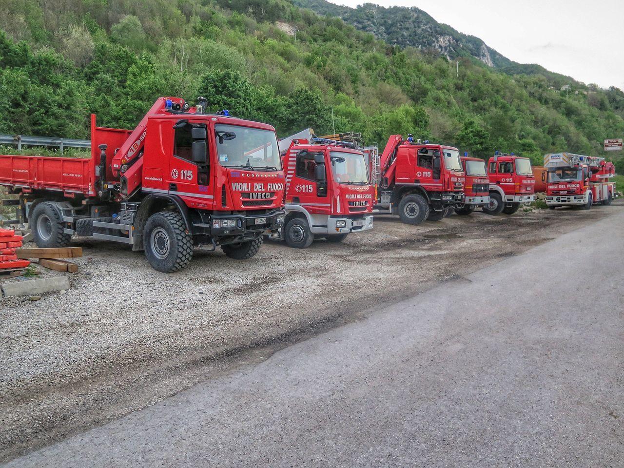 Firefighters Terremoto Marche Vvf Vigili Del Fuoco  Vigili Del Fuoco  Campsite Search And Rescue Trucks
