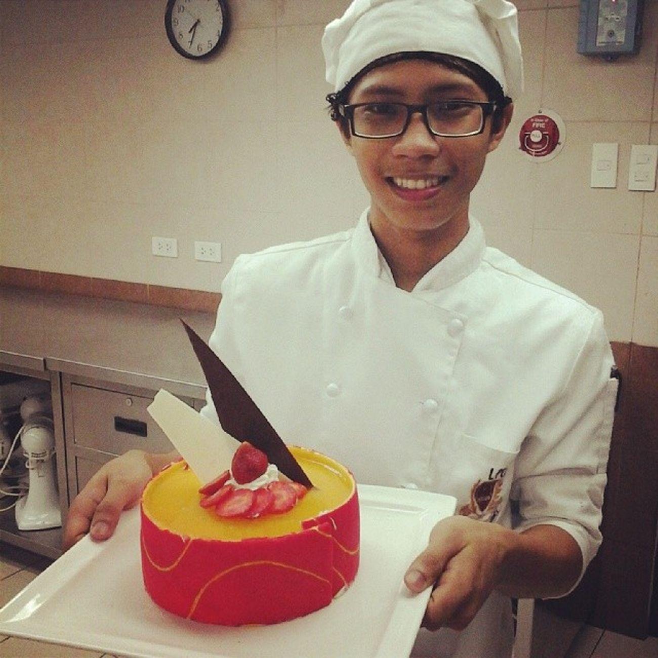 Taaaadaaaaaaaa!!! :) mousse cake with mango coulis Foodporn Desserts Unbaked Patedecor decor instagramers