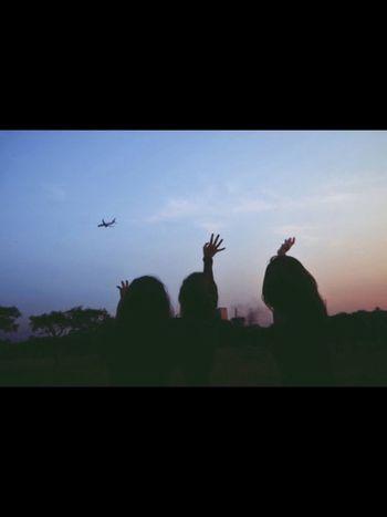😄✨ Happy Enjoying Life Afternoon Eyemgallery EyeEm EyeEm Best Shots Friends Eye4photography  Hanging Out Fun Girls EyeEm Gallery EyeEmBestPics Heaven Airplane
