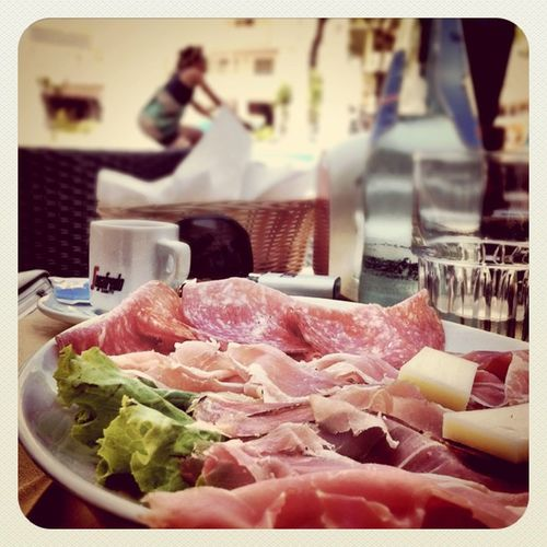 Italian #breakfast? #summer #earlybirdlove #jj #lignano #italy #bicycle #salami #proscuitto #view Breakfast Summer View Italy Bicycle Jj  Earlybirdlove Salami Lignano Contest_stp Alaniskosummer2011_italy Lignanosabbiadoro Proscuitto
