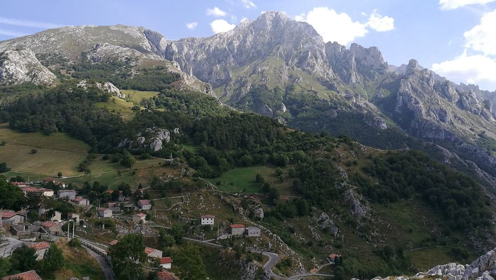 Mountain Tranquil Scene Mountain Tranquil Scene Scenics Tranquility Non-urban Scene Landscape Tree Sky Beauty In Nature Mountain Range Nature Cloud Physical Geography Cloud - Sky Green Color Countryside Valley Mountain Peak Remote Majestic sotres asturias