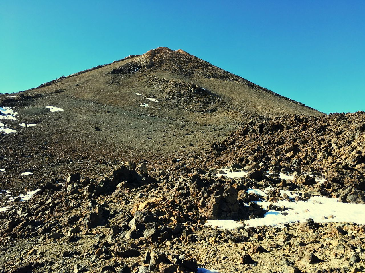 Clear Sky Nature Blue Tranquility Tranquil Scene Outdoors Non-urban Scene Landscape Day Desert Volcanic Landscape Volcano National Park Pico de El Teide Peak Of The Volcano Scenics Beauty In Nature No People Arid Climate Mountain Sky