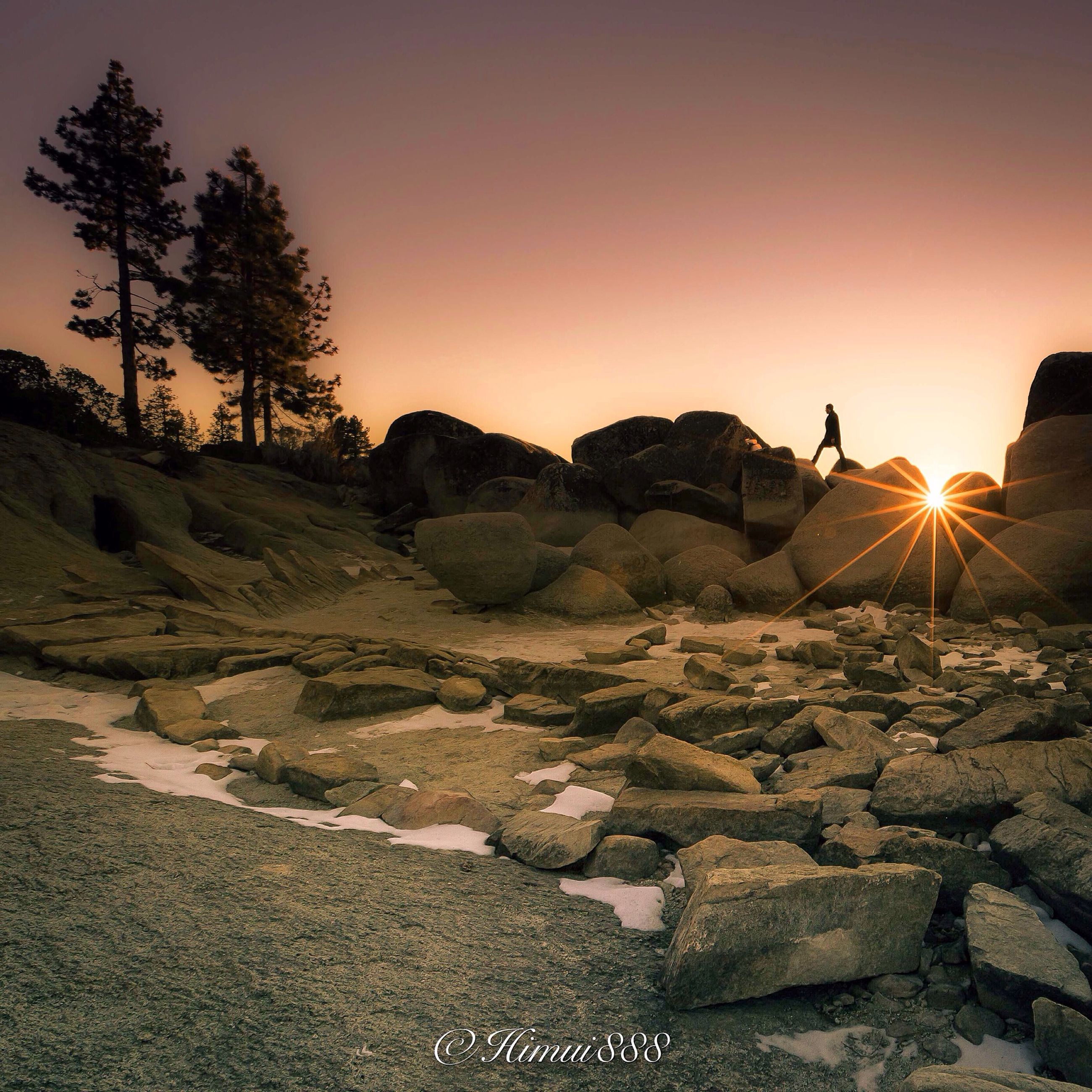sunset, sun, clear sky, silhouette, rock - object, tranquil scene, scenics, tranquility, nature, sunlight, beauty in nature, landscape, rock formation, mountain, copy space, full length, leisure activity, sky
