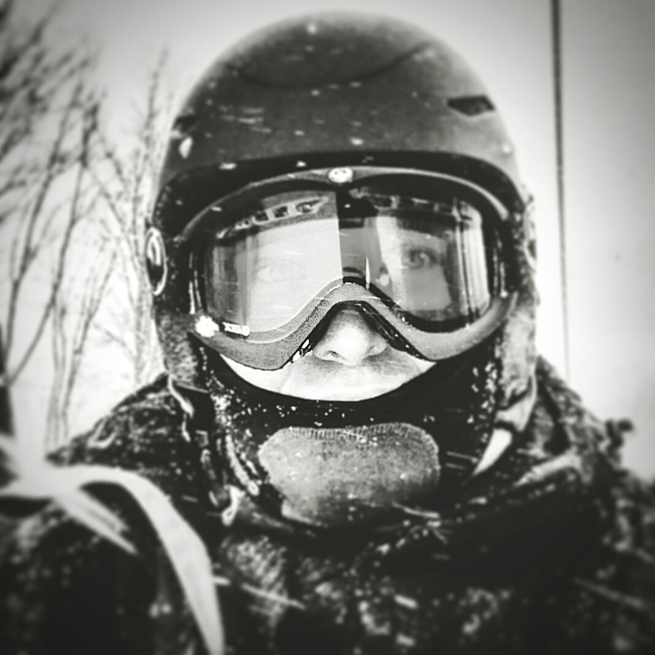Snowboarding Self Portrait Winter Winter Wonderland Snowboard Moments Snowboarden Snowboarders Snowboarding ❤ Snowboarder Snowboard Life Snowboard Goggles SnowboardingggggHeadshot One Person War Camouflage Clothing Zima Snow ❄ Snowy Days... Snowboard Session Ski Skiing ❄ Snowboareding With Friends  Snowboard Helmet Zabawa