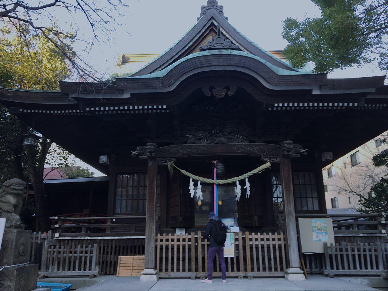 神社 Architecture Built Structure Entrance Building Exterior Religion Place Of Worship Tree Day Sky Outdoors Real People
