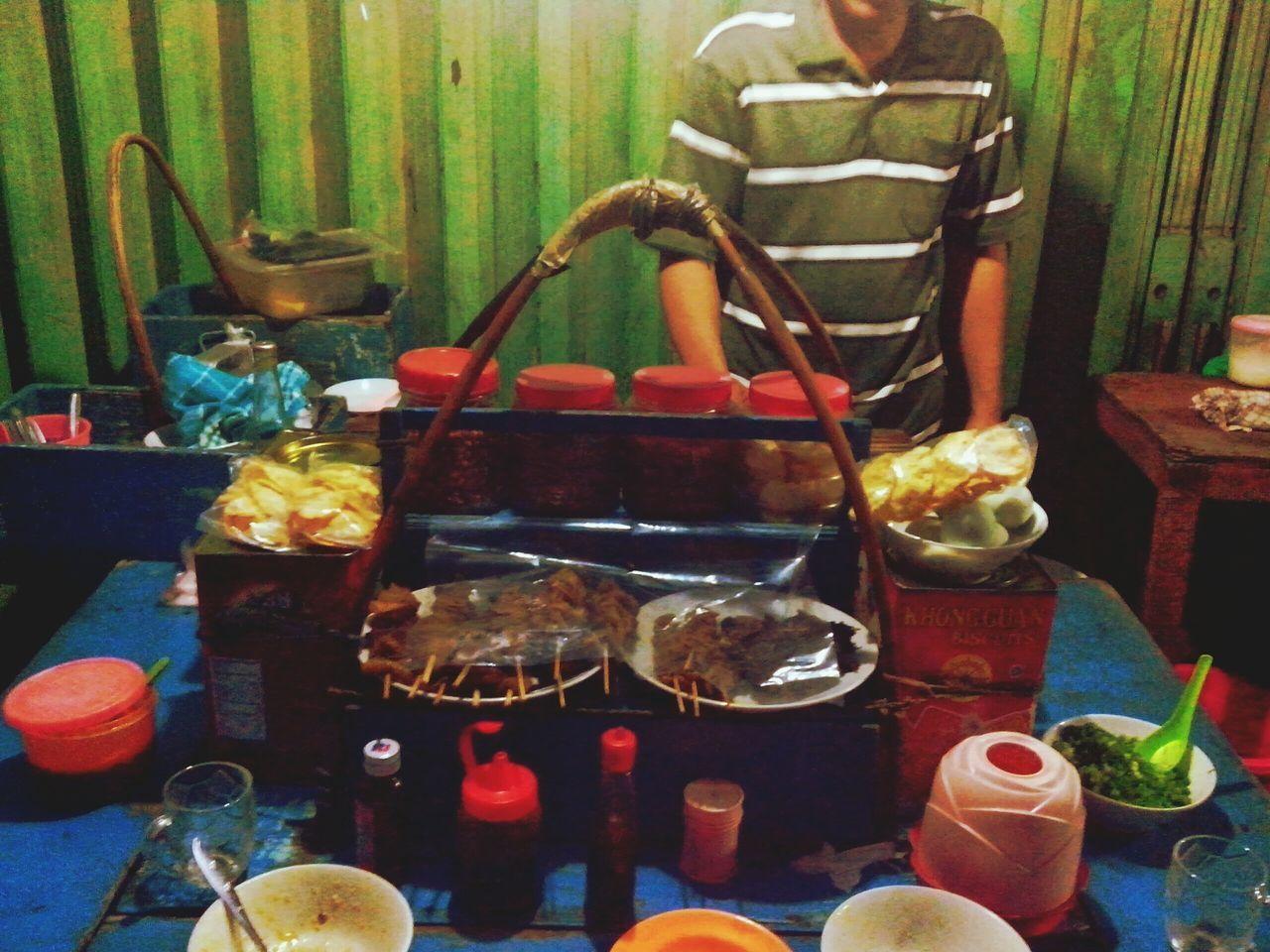 Betapa durhakanya hidupku bila mendustai sejarahku tercipta ketika sperma yg dihasilkan ayahku waktu menghamili ibuku adalah berasal setelah menikmati semangkuk bubur ayam Nusantara nan legendary cult pada jamannya itu dulu. Kini ku masih setia memangsa sang bubur Indonesia Culinary Legendary ❀ The 70's ❀ Hungry