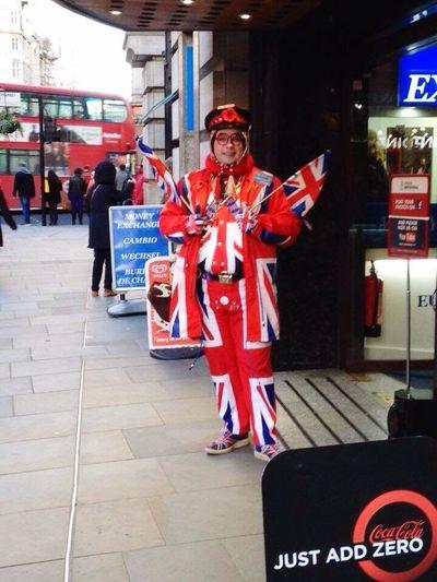 Piccadilly Circus ❤ Cool Britania🇬🇧 Flags🇬🇧 Souvenirs🚌☎️🎡🇬🇧 Advertiser🇬🇧👮🏻 Red Bus🚌 TAXİ🚕 Underground London Eye🎡 Tower Bridge🌉 Big Ben London, UK🇬🇧 Hello World ✌ Taking Photos