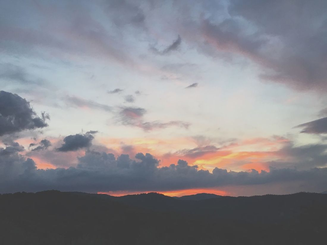 Coucher de soleil en Toscane / Sunset on Toscana Sunset Landscape Landscape_photography Sky Sky And Clouds Italy Tuscany Travel Colors Summer Summertime First Eyeem Photo