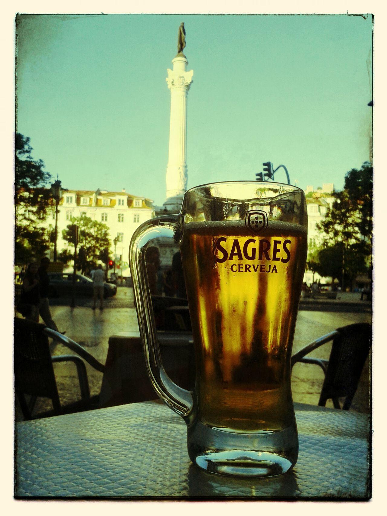 Caneca no Rossio. Lisboa Rossio Cerveja Sagres Cityscene