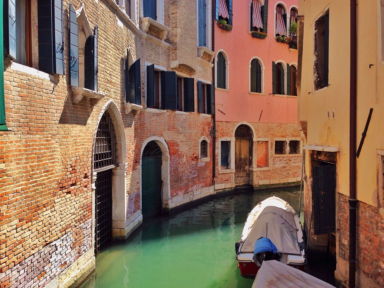 Colorful Colors City Cityscapes Embrace Urban Life Lifestyle City Life Building Boats Adventure Buddies Sea Water Old Town Landscape Europe Life Minimal Minimalism Weather Daylight Sunshine Boat Battle Of The Cities The City Light