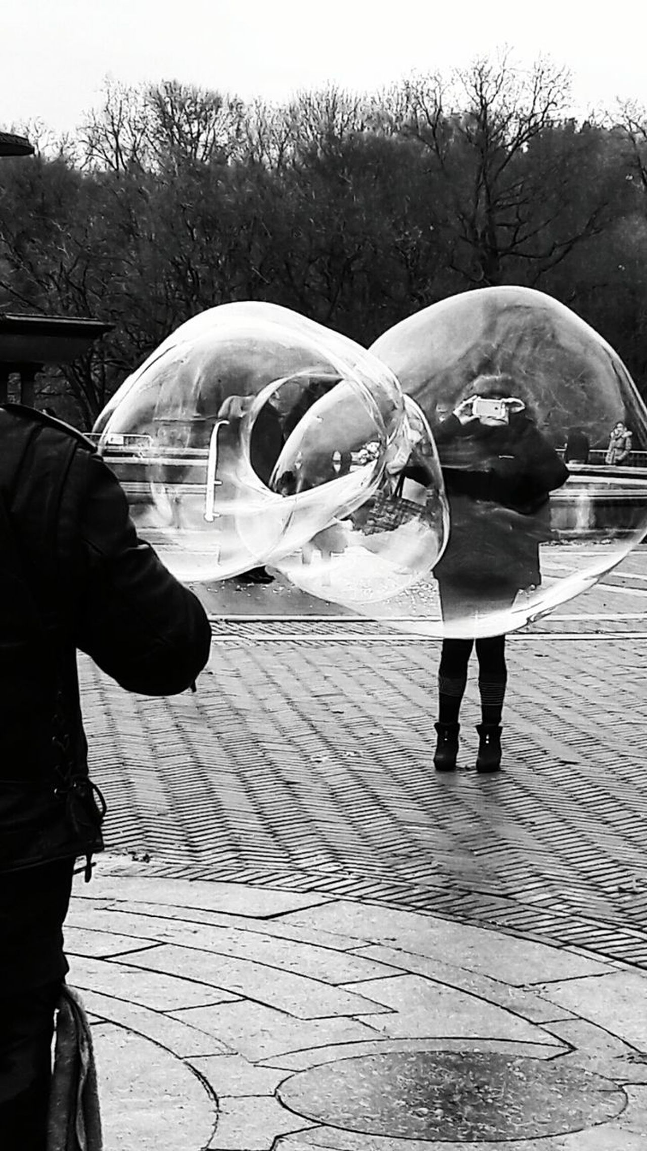 Outdoors People Hello World ✌ Popular Photos Week Of Eyeem Bubbles! Pompas De Jabón Front View Looking At Camera Beautiful Woman Popular