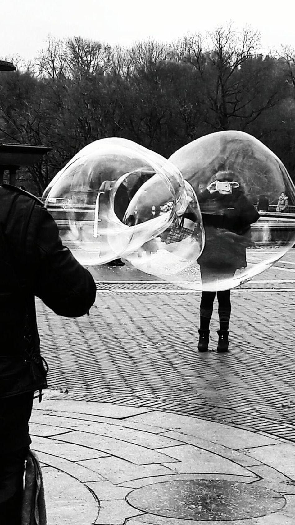 Outdoors People Hello World ✌ Popular Photos Week Of Eyeem Bubbles! Pompas De Jabón Front View Looking At Camera Beautiful Woman Popular