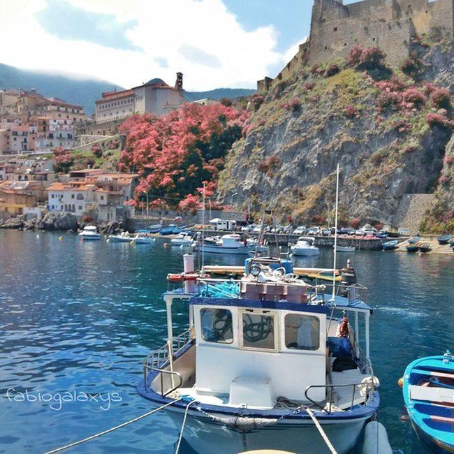 Il mare spesso parla con parole lontane, dice cose che nessuno sa. Soltanto quelli che conoscono l'amore possono apprendere la lezione dalle onde, che hanno il movimento del cuore.. 💦🌷💙 __________________________________ ReggioCalabria Catona Chianalea Instaamici vivocalabria ig_calabria loves_Calabria_ direzione_calabria vivoitalia bestcalabriapics LOVES_ITALIA ig_energy italiapm volgoitalia igerscalabria worldcaptures water_captures loves_mediterraneo ig_mood volgocalabria stars_hdr scilla calabriadaamare buongiorno sun