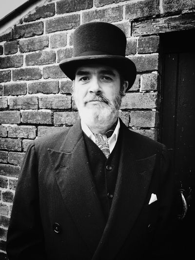 Portrait Only Men Hat One Person Beard Adult Well-dressed Tophat Old-fashioned Well-dressed Men Elégance Handsome Suit One Man Only Looking At Camera Beautiful People Beardlife Beardedguy Beardedmen Beardswag Art Is Everywhere