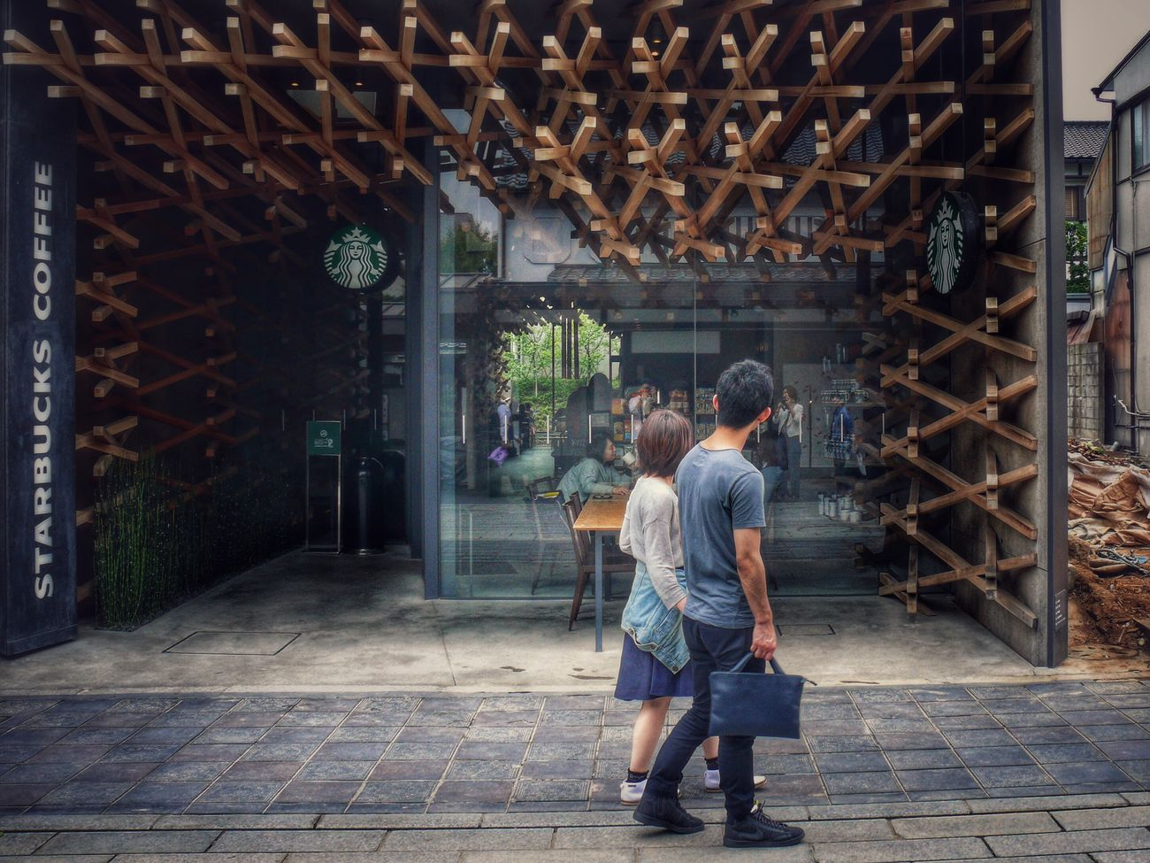 Starbucks Dazaifu Fukuoka,Japan Streetphotography Streetphoto_color Couple Shopfront Architecture / V-LUX1 50mm Snapseed_HDR De Good evening. EyeEm No.1111 Snapshots Of Life