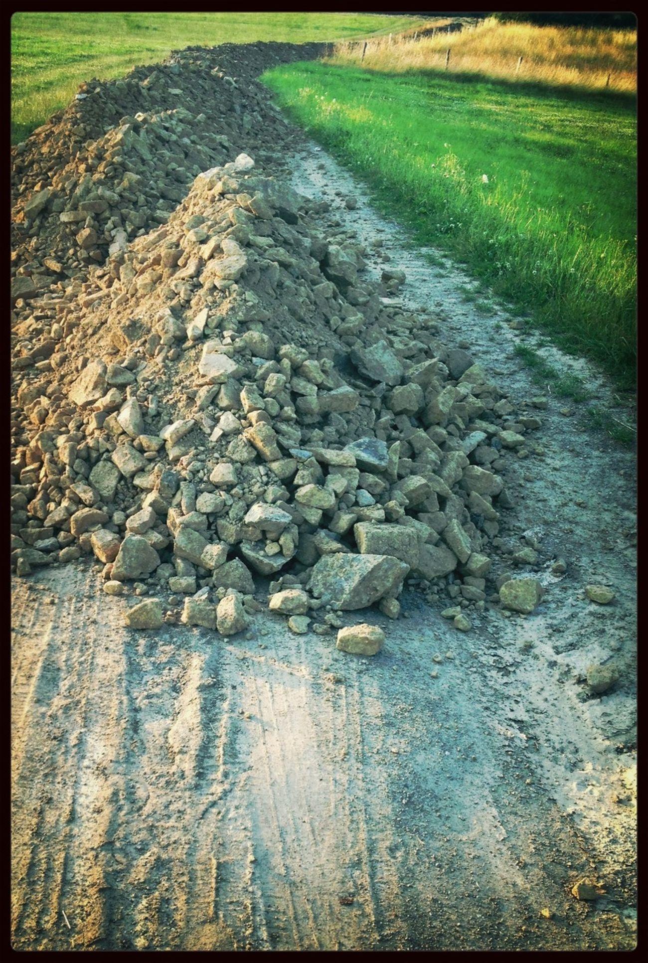 Steine im Weg.