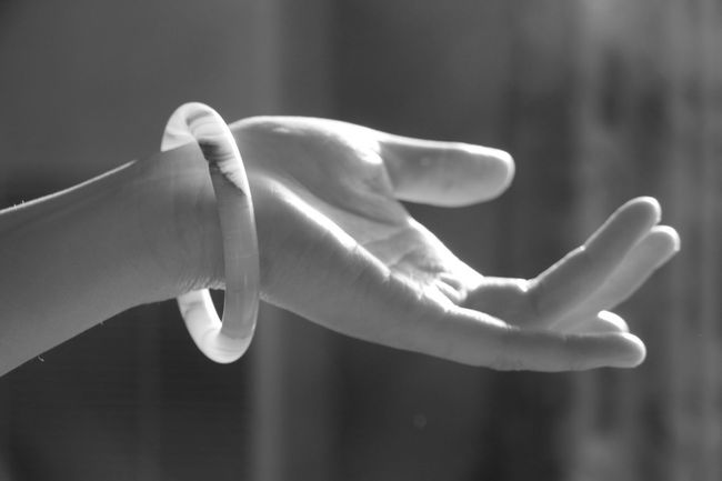 Black Background Bracelet Detail Elégance Expression Finger Gestures Getting Inspired Hand Hand Expression Human Body Part Human Hand Oriental Oriental Style Part Of Sign Simplicity Softness Spiral Symbolic  White People Blackandwhite