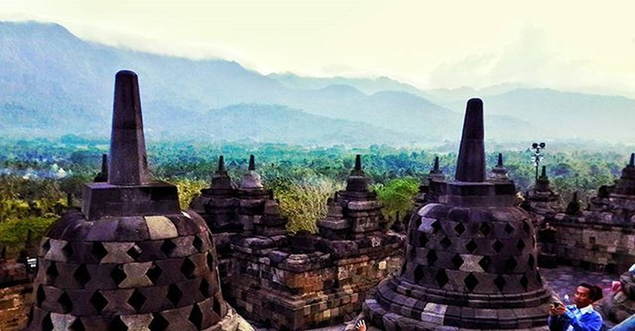 The old story !!!! UBER @geonusantara Geo011600669 Geo0033uber Lokasi:candi borobudur,jawa tengah Keluarga Geonusantara Geojabodetabek ------------------------- Candi Borobudur Old Story Jasmerah Gunung Photo Photographer Photography Landscape Beautiful INDONESIA Nusantara JAS MERAH!!!!👍 I LOVE INDONESIA👍