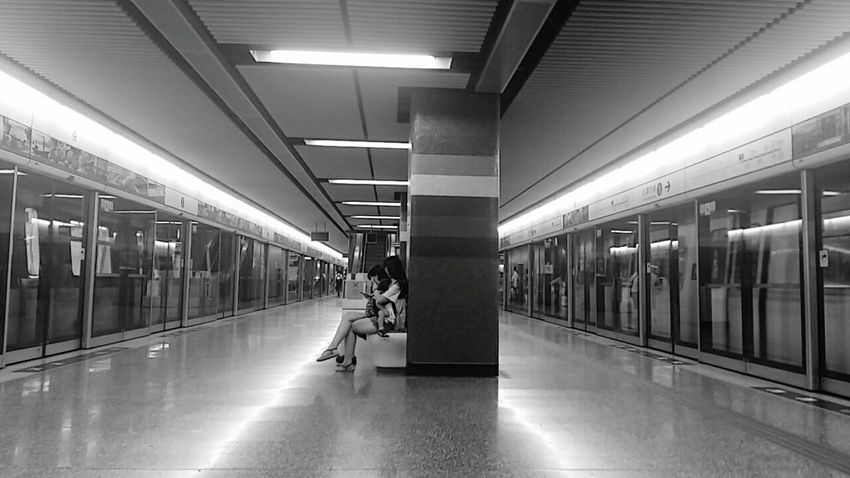 Indoors  Built Structure Architecture Black & White MTR Station Station Light People Sitting One Point Perspective Two Lines - Choi Hung Hong Kong