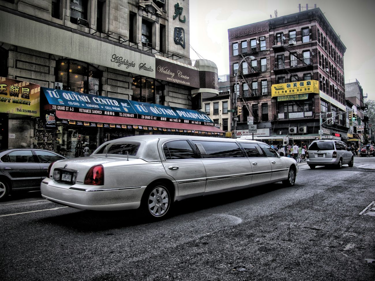 Have a stretched day Limousine Strech Stretched Luxury Car Luxurylifestyle  Streetview Portrait Of America Street Photography Streetphotography Rich VS Poor