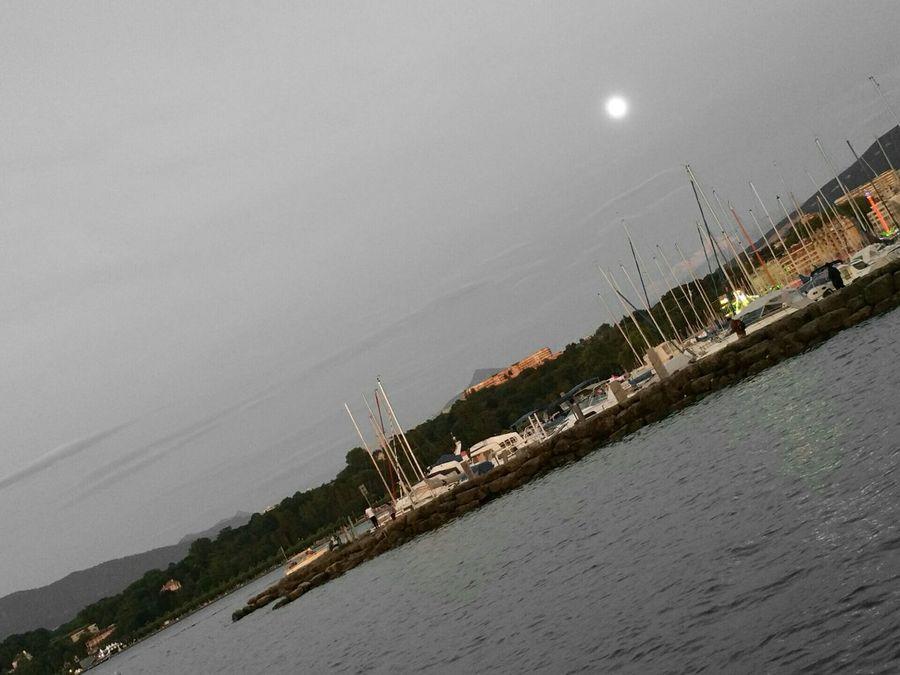 Geneve Lune Moonlight Streetphoto_bw Monochrome Blackandwhite Hobbyphotography Streetphoto Lake