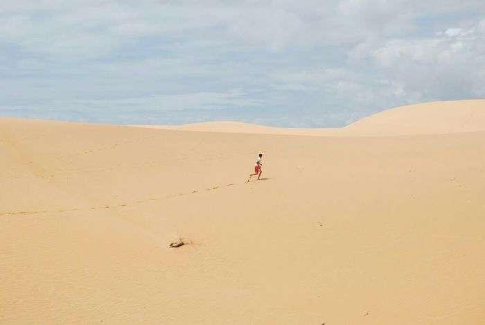 Dune running Sand Dunes Dunes Sand Desert Deserted Scapes Deserted Contrast Lonely Run Dry Hot Sun Deserts Around The World