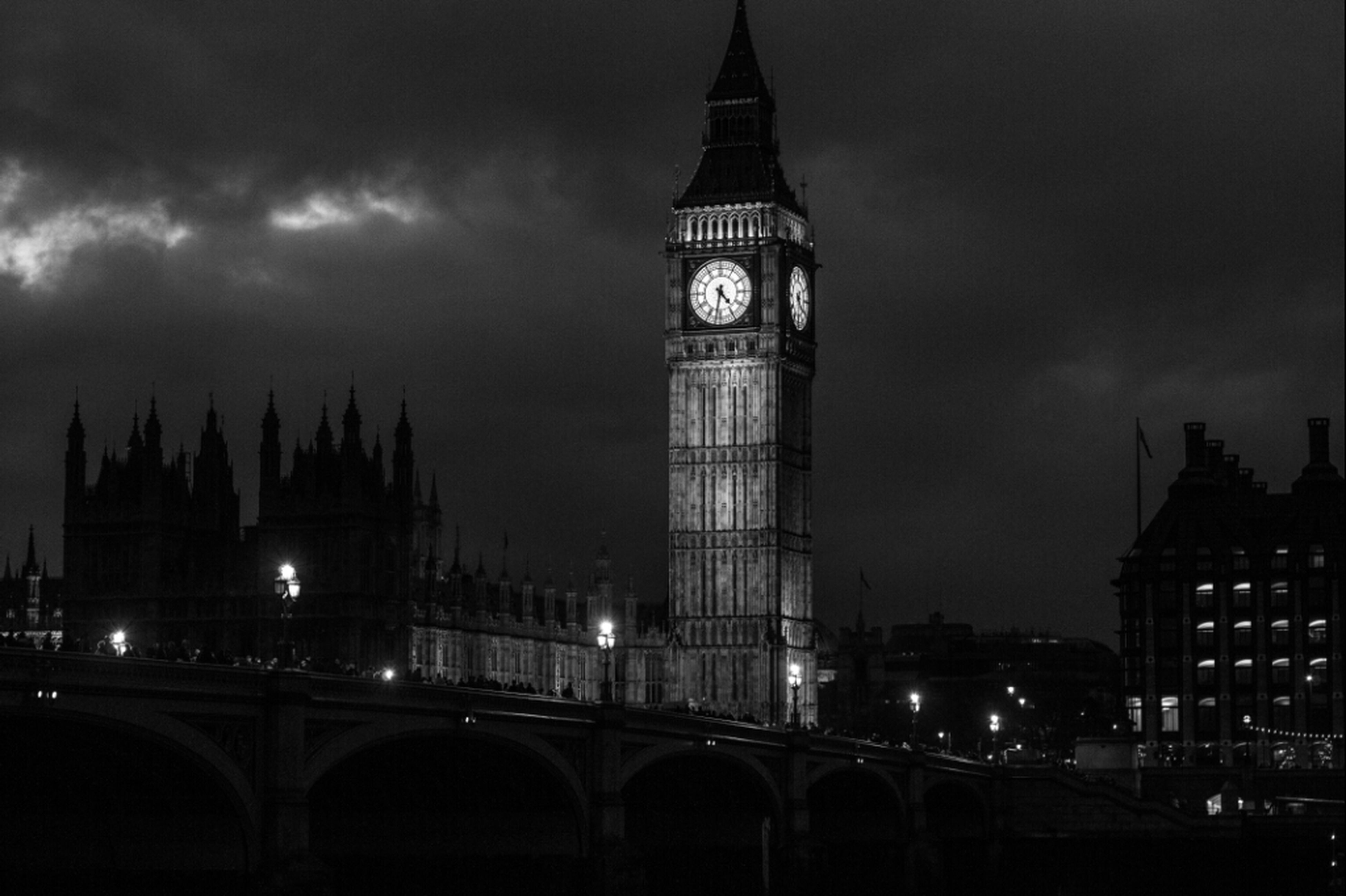 architecture, built structure, building exterior, sky, illuminated, night, travel destinations, famous place, international landmark, city, tower, tourism, cloud - sky, capital cities, travel, dusk, cloudy, tall - high, low angle view, big ben