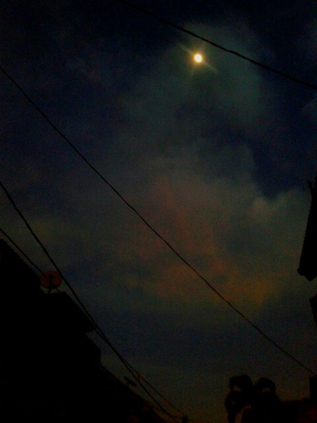 bulan kesiangan ... Moon Early Morning
