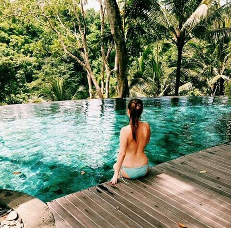 My sister! No bra?! ? ? Enjoying Life Enjoying The View Relaxing Taking Photos Resting View Today's Hot Look Hello World Enjoy Check This Out