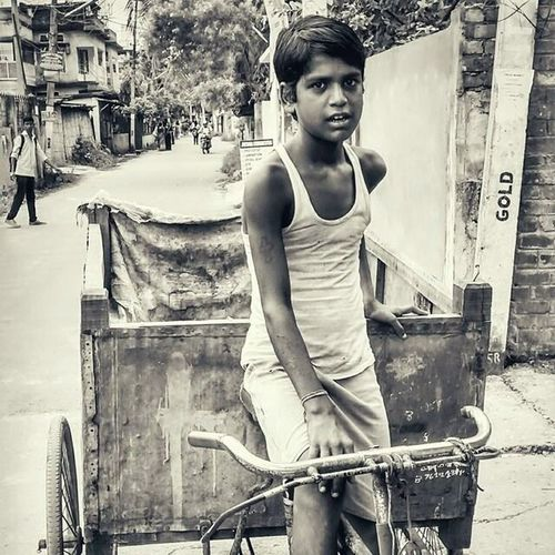 B&W Portrait Childlabour Onmywaybackhomefromcollege Proud Beinghuman one of the first pics for which i am proud of myself! Hope you liked it! Thanks!