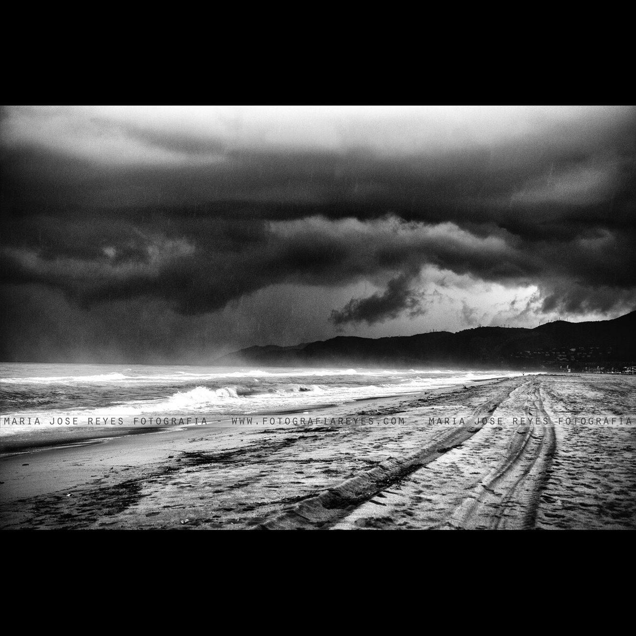 Antes de una tormenta - Castelldefels. Fotografía: María José Reyes Cloud - Sky Beach EyeEm Nature Lovers Sea EyeEm Best Shots Landscape Black & White EyeEm Nature Lover