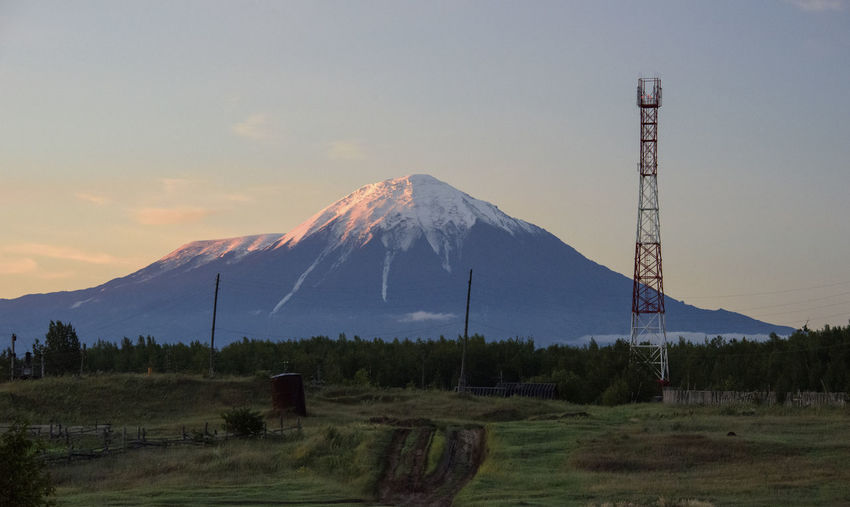 Radio tower in front of volcano Cloud - Sky Far East Kamchatka Landscape Mountain Radio Tower Russia Sky Tower Volcano Voyage