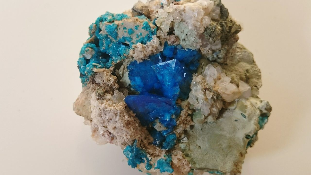 Vivid Colours  Crystals Colours Of Nature Rocks Colors Rocks And Minerals Blue Colour Colours Of Blue