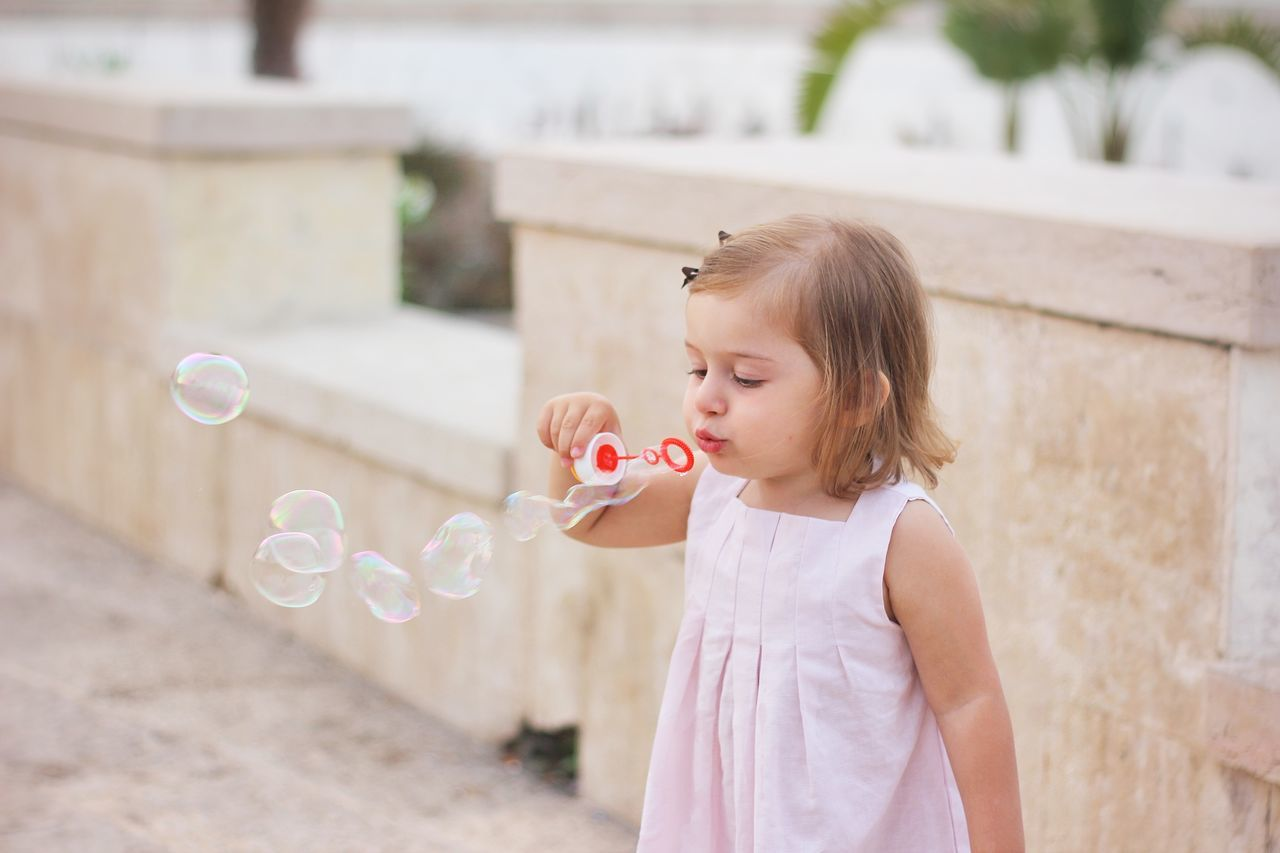 Beautiful stock photos of familien, 2-3 Years, Blowing, Bubble, Bubble Wand