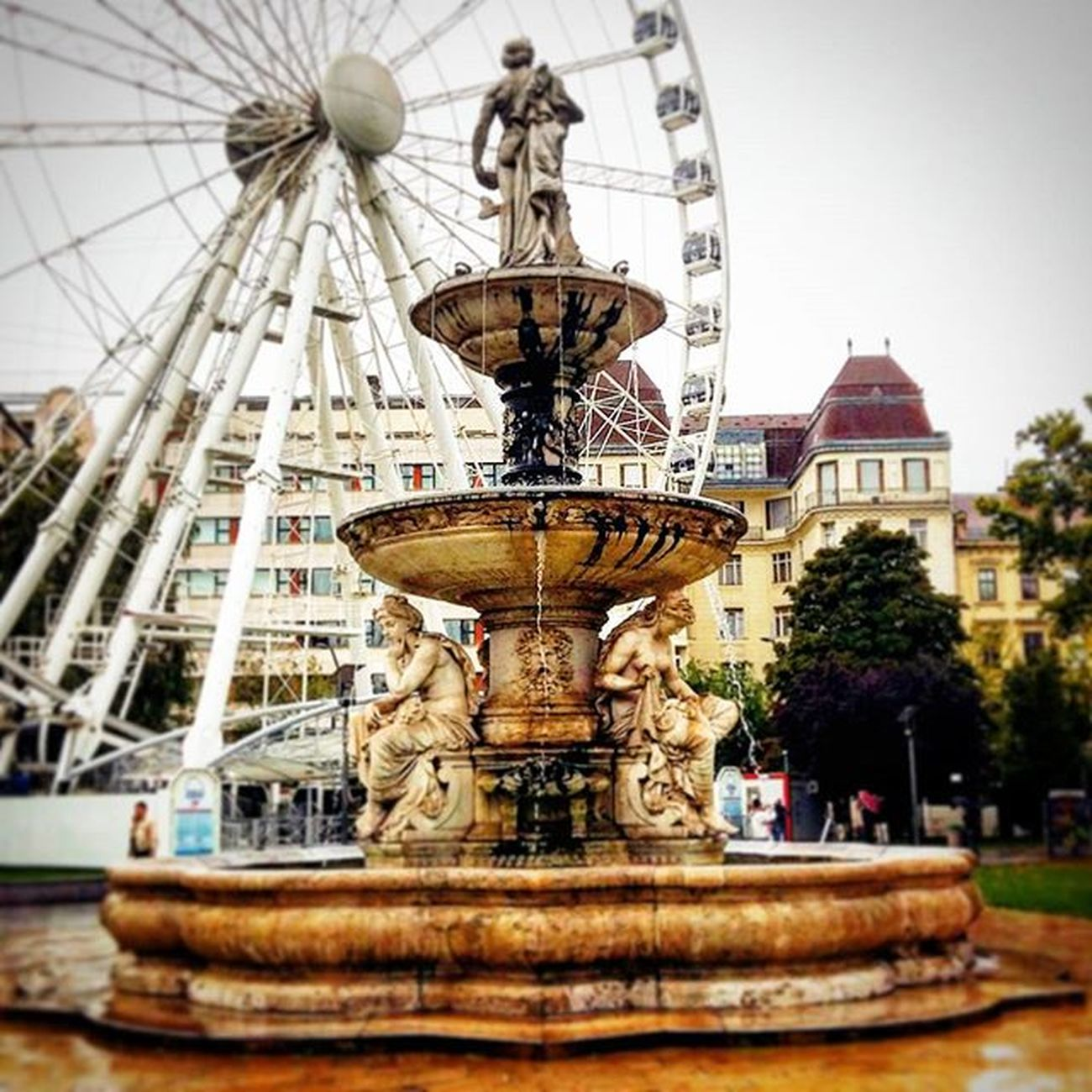 Beautiful Budapest Budapest Hungary Pest Erzsebetter Deakter Fountain Fountains Szigeteye Szigeteyebudapest Park Square