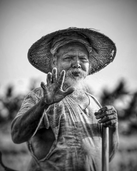 Portrati of a Balines man working on the rice fields of Bali Island, Indonesia. Photo. @ignasirodriguez Bali Balinese Blackandwhite Bw Human Man Oldman Outdoors Portrait Rice Ricefield Travel Travel Photography Working First Eyeem Photo