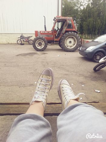 muka landel Hanging Out with Friends Converse&Tractor