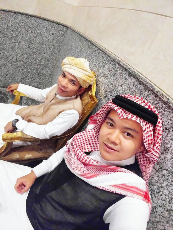 Females Two People جدة حبيبه عيني وقلبي😴💜💜 مكة المكرمة جدة_غير الطايف_كروشيه جدة_لايف Love To Take Photos ❤ Human Body Part Sky Boys Group Of People People Friendship Looking At Camera Love Real People Cheerful Only Men Couple - Relationship High Angle View Indoors  Transportation Day