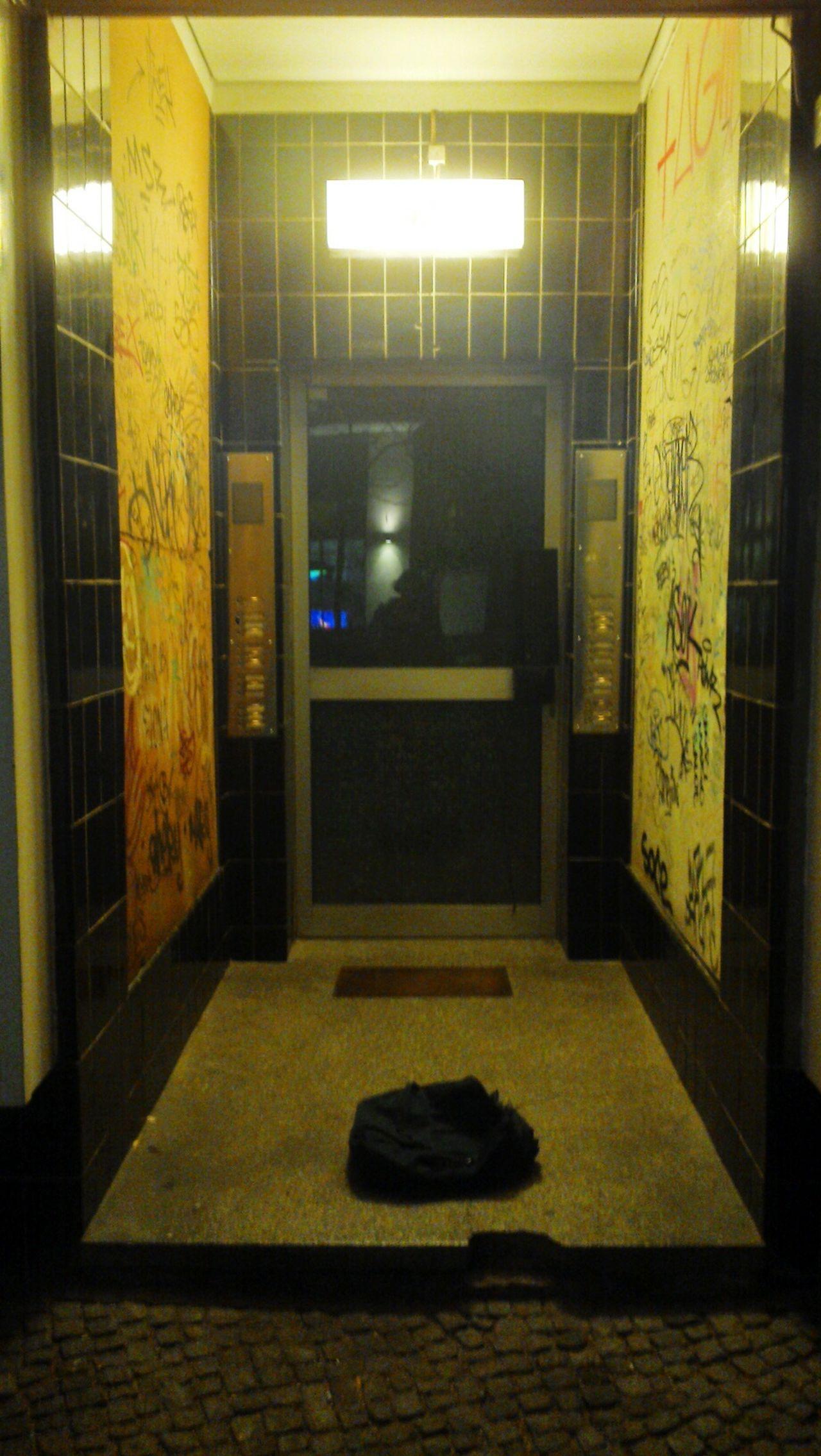 Lightin the Night Door Traveling Streetphotography Urban Geometry Lines Of Light Stucture Of Dark