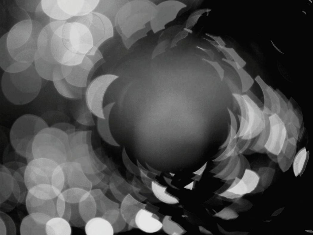 Close-up Backlightingphotography Backlighting Photography Defocused Black And White Collection  Cityscape Japanese  Monochromeart Monochrome Collection Light And Shadow Blackandwhite Photography BlackAnd White Japanese  Monochrome Photograhy Shadow Blackandwhitephotography Monochrome Photography Focus On Foreground Nightphotography Backlight Shot Illuminated The City Light