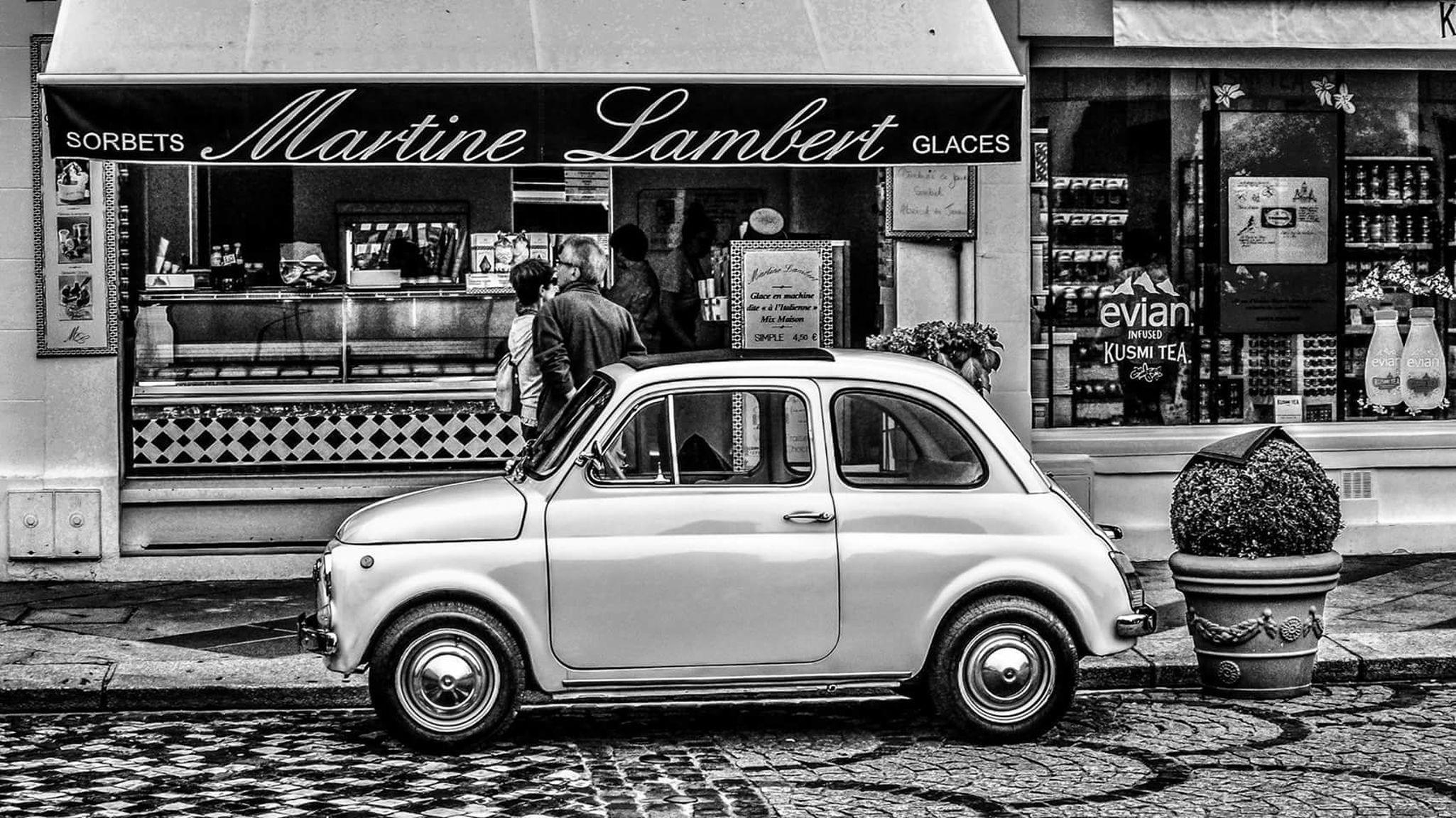 Car Mode Of Transport Retro Styled Outdoors City Devanture Store Voiture Pavement Roues Wheels Old Old Car Noiretblanc Noir&blanc Blackandwhite Black & White