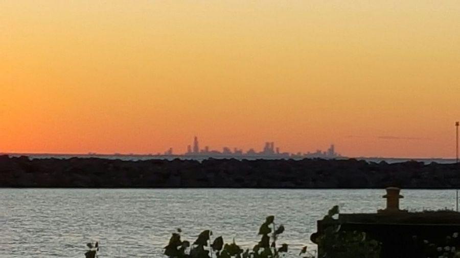 The sun is going down. Skyline Chicago Sundown