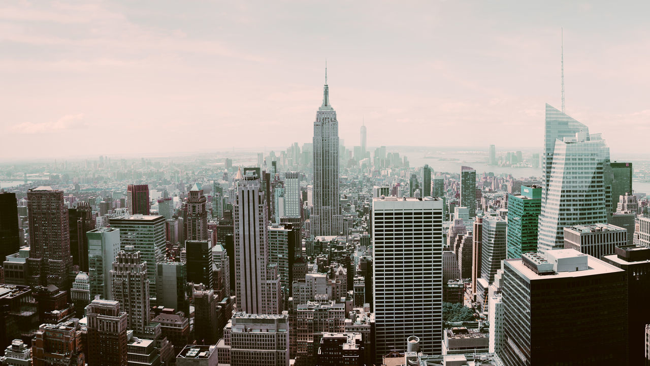 New York, Manhattan is truly amazing and makes every city you know look so small compared to it... || New York The Best Of New York New York City NYC Urban Cinematic Colors Light Traveling Landscape Travel Bokeh Urban Exploration Street Anamorphic View