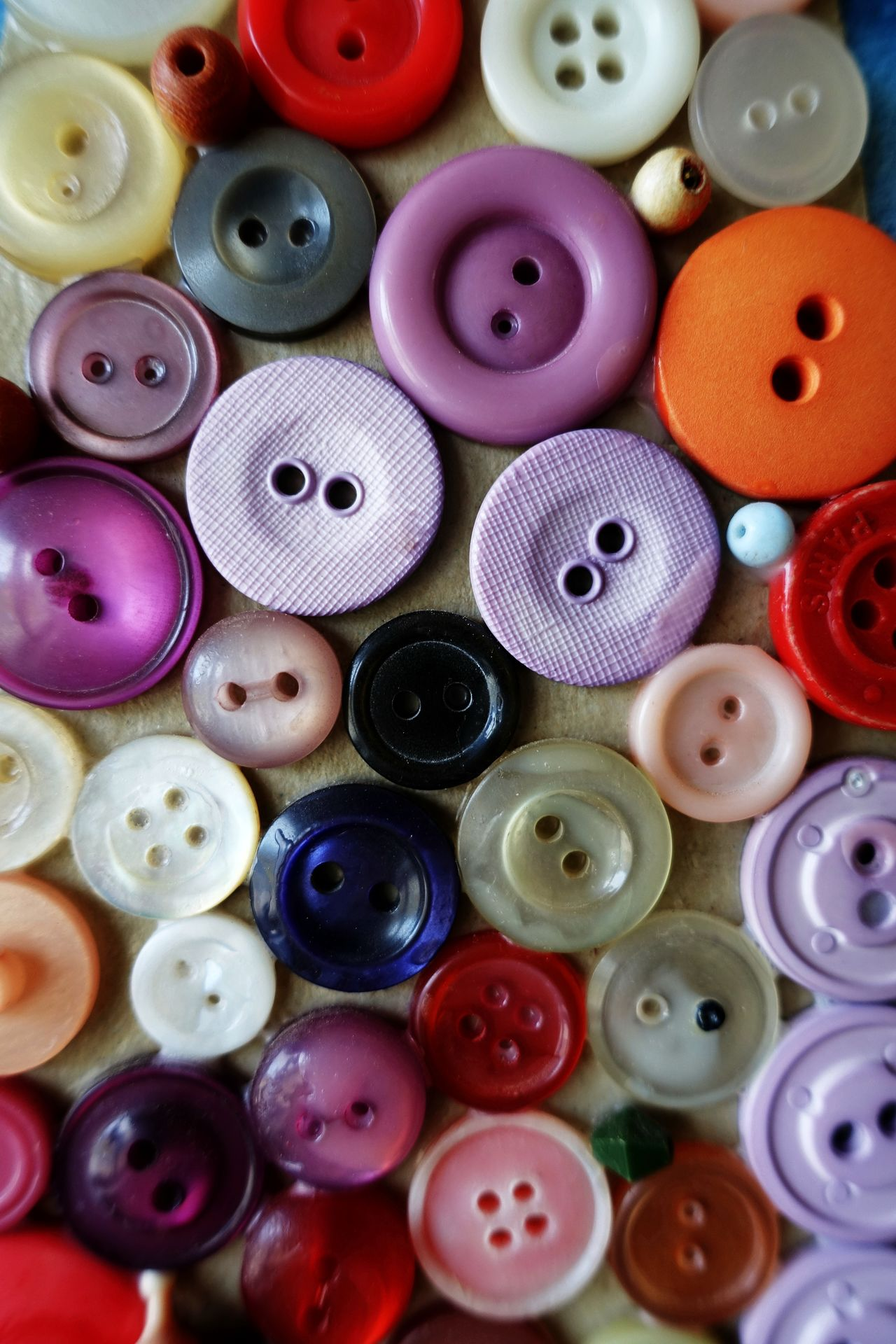 lauter Knöppe... Buttons Collection Large Group Of Objects Multi Colored Abundance Variation Sewing Item Choice Full Frame Indoors  Backgrounds No People Art And Craft Product Close-up Muster Mix Textures And Surfaces Colourful